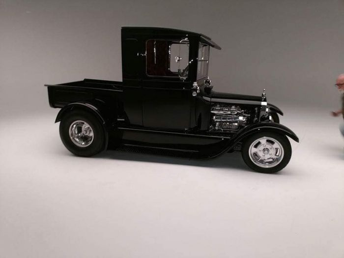 beautifully restored and painted automobiles by Coyote customs and Collision in Payson